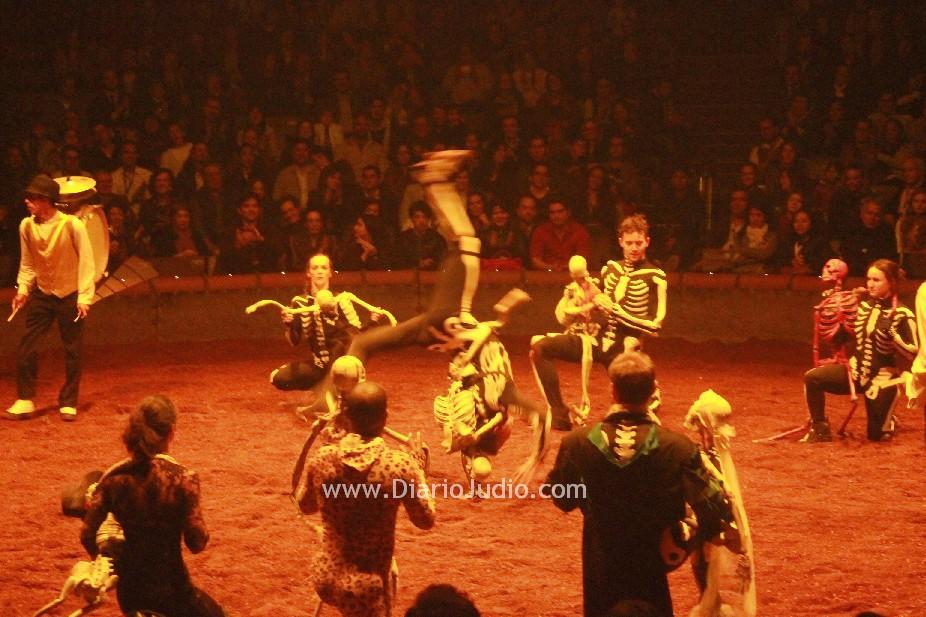 """""""Calacas"""" un espectáculo de la danza de la vida y de la muerte. Teatro ecuestre Zíngaro visita por primera vez México"""