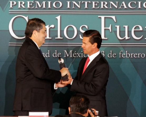 El Escritor Nicaragüense SERGIO RAMÍREZ MERCADO Recibió el Premio Internacional CARLOS FUENTES