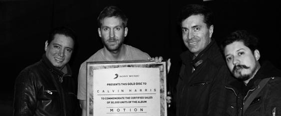 """Calvin Harris Recibe Disco de Oro, por más de 30 Mil Copias de su Reciente Producción """"Motion"""