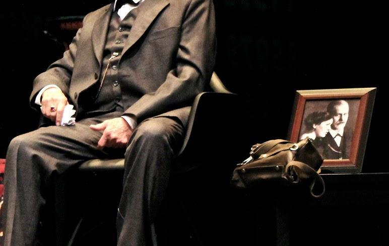 Freud y Lewis debaten acerca de la existencia de Dios