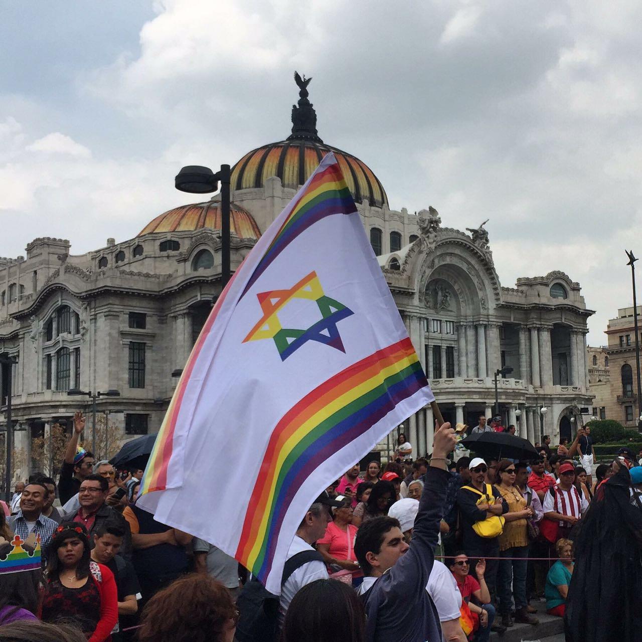 Guimel Participa en La marcha del Orgullo LGBTI que recorrio la CdMx