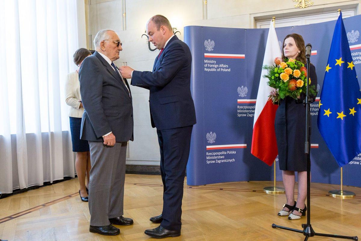 Ex-preso del campo nazi Auschwitz-Birkenau fue condecorado con la medalla Bene Merito
