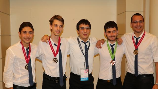 Estudiantes israelíes ganaron diez medallas en las olimpiadas de matemática y física