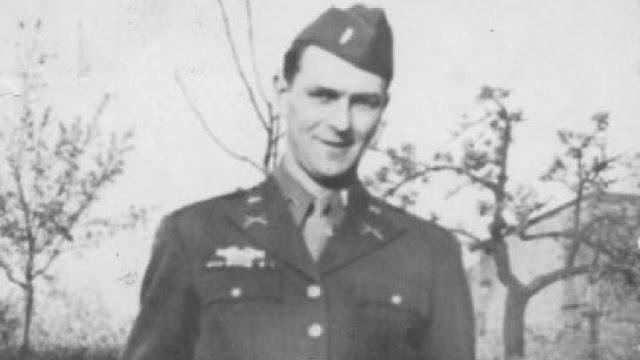 Frank Towers, fotografiado durante la Segunda Guerra Mundial