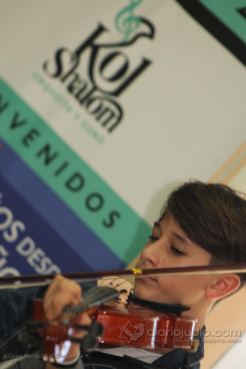Niños y Jóvenes  de la Comunidad en un gran recital