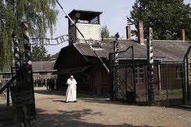 Prisioneros de Auschwitz y asociaciones judías se unen al papa contra el odio