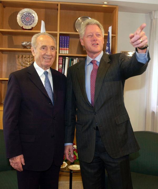 Shimon Peres junto a Bill Clinton (Getty)