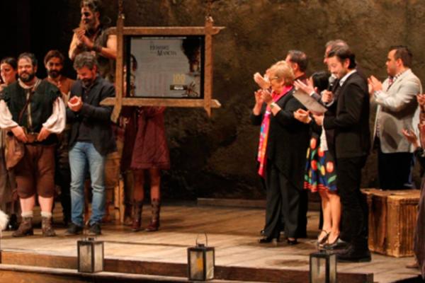 El hombre de La Mancha  un sueño hecho realidad  •Diego Luna, padrino de develación por 100 representaciones de triunfo absoluto