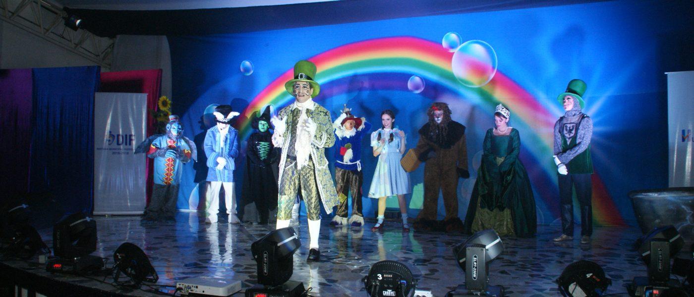 DIF Huixquilucan celebra  el día de la familia con gran convivencia y obra de teatro