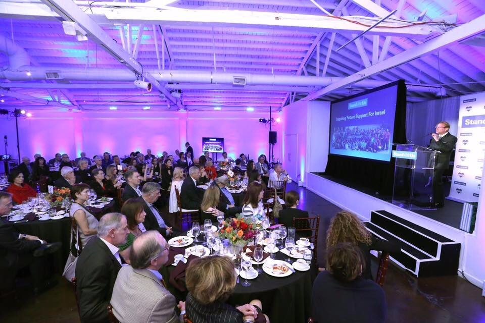 Otorgan premio a Andrés Roemer en Estados Unidos