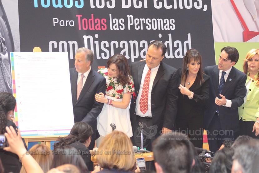 Firma de Meade y el compromiso  de Anaya con decálogo de derechos para personas con discapacidad