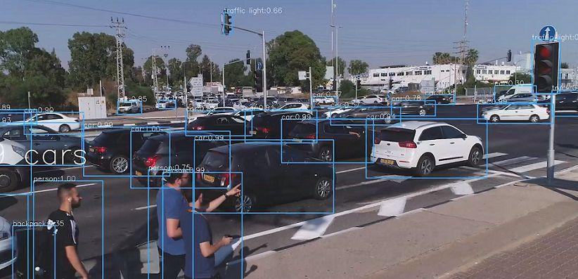 Primer semáforo con inteligencia artificial que evitará trafico